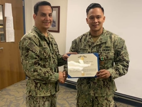 Lt. Cmdr. Ed Giron, the commanding officer of Navy Operational Support Center Las Vegas, recognized the hard work of Personnel Specialist 1st Class Michael Alvarez shortly before he departed the command in May. (Navy)