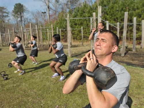 Army Master Fitness Trainer hopefuls participate in a qualification course. A credentialing pilot would allow them to earn civilian personal training certificates while still on active duty, and get them paid for. (Staff)