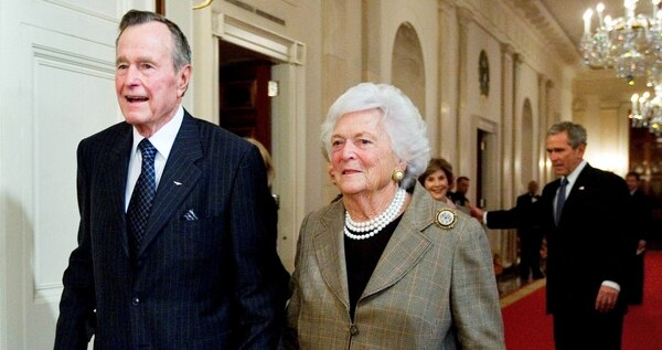 Former President George H.W. Bush walks with his wife, Barbara Bush, followed by their son, President George W. Bush, and first lady Laura Bush to a reception in honor of the Points of Light Institute in the East Room at the White House Jan. 7, 2009.. (Manuel Balce Ceneta/AP)