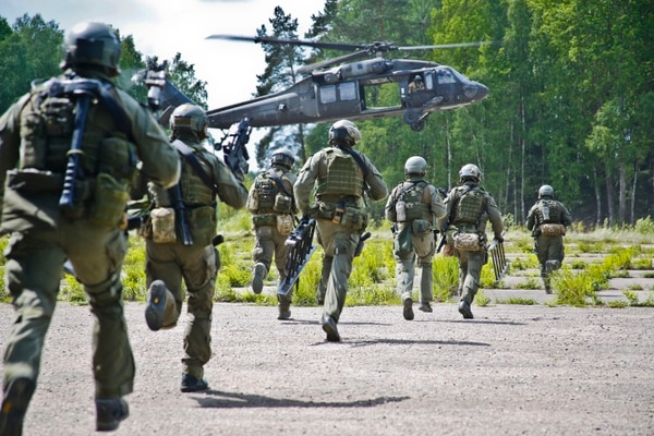 After raiding an objective, Lithuania special operations forces are exfiltrated on U.S. Army UH-60 Blackhawk helicopters during Exercise Flaming Sword in Panevėžsy, Lt., May 19, 2016. (Army)