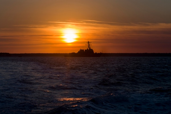 The guided-missile destroyer Michael Murphy anchored in Darwin's harbor for Australian exercise Kakadu 2018 on Aug. 31. The Arleigh Burke-class warship participated in Kakadu to enhance maritime security between the close allies. (Mass Communication Specialist 3rd Class Morgan K. Nall/Navy)
