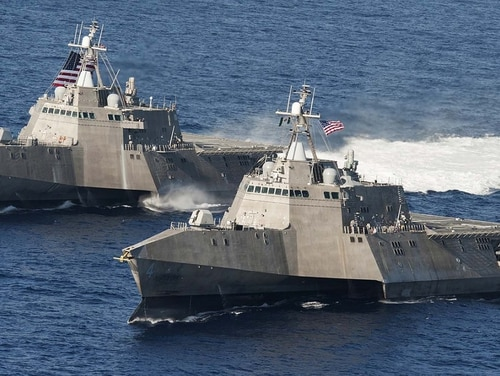 The littoral combat ships USS Independence (LCS 2), back, and USS Coronado (LCS 4) underway in the Pacific Ocean. (Chief Mass Communication Specialist Keith DeVinney/Navy)