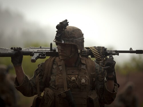 Marine Cpl. Carson P. Burke, a rifleman with Kilo Company, 3rd Battalion, 4th Marine Regiment, carries an M240G machine gun during the Advanced Infantry Course aboard Kahuku Training Area, Hawaii, July 18, 2016. (Cpl. Aaron Patterson/Marine Corps)