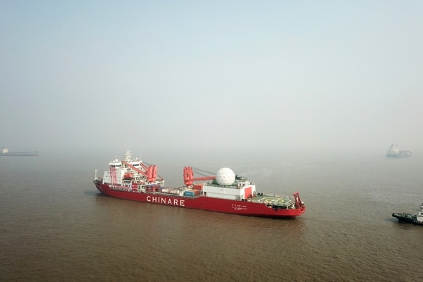 The Chinese icebreaker Xuelong, or