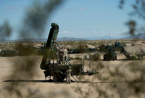 Marine Corps radar technicians install the arms of the Ground/Air Task Oriental Radar at Cannon Air Defense Complex (P111), Yuma, Arizona. (Cpl. SummerDowding/Marine Corps)