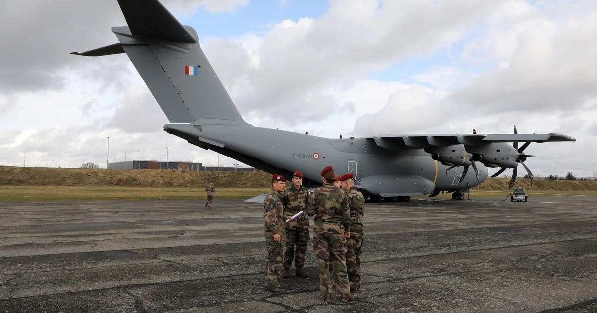 Airbus A400M cleared to drop more paratroopers through its side doors