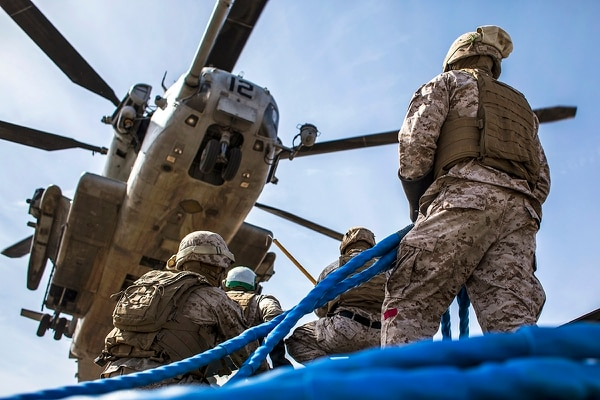 Marines conduct an external lift with a CH-53E Super Stallion helicopter during a weapons and tactics course for instructors near Yuma, Arizona, April 3, 2015. (Lance Cpl. Jodson B. Graves)