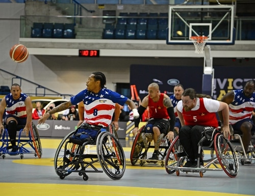 U.S. Marine Corps veteran Anthony McDaniel, a former sergeant and member of Team U.S., maneuvers toward the game ball during wheelchair basketball finals at the 2017 Invictus Games. (U.S. Air Force photo by Staff Sgt. Alexx Pons)
