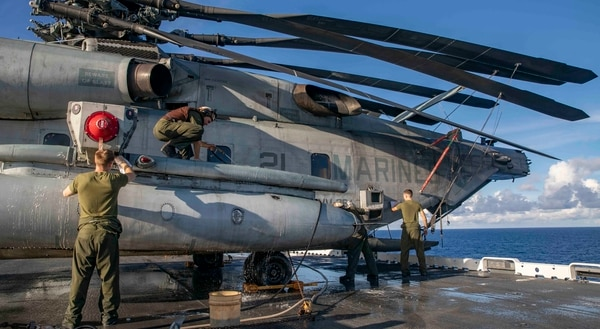 Members of Marine Medium Tiltrotor Squadron 264 wash a CH-53E Super Stallion on Wednesday aboard the amphibious assault ship Kearsarge. U.S. Naval Forces Northern Command deployed Kearsarge and elements of the 22nd Marine Expeditionary Unit to lend humanitarian assistance in the wake of Hurricane Florence. (Mass Communication Specialist 2nd Class Michael R. Sanchez/ Navy)