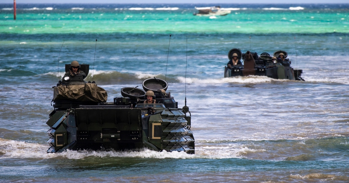 III MEF sends AAVs back in the water