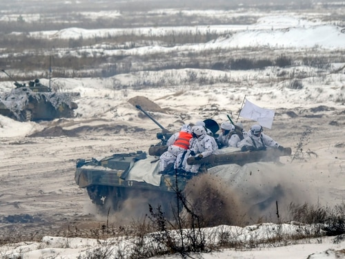 Ukrainian servicemen on armored personal carriers take part in exercises near the border with Russia in 2018. (Sergei Supinsky/AFP via Getty Images)