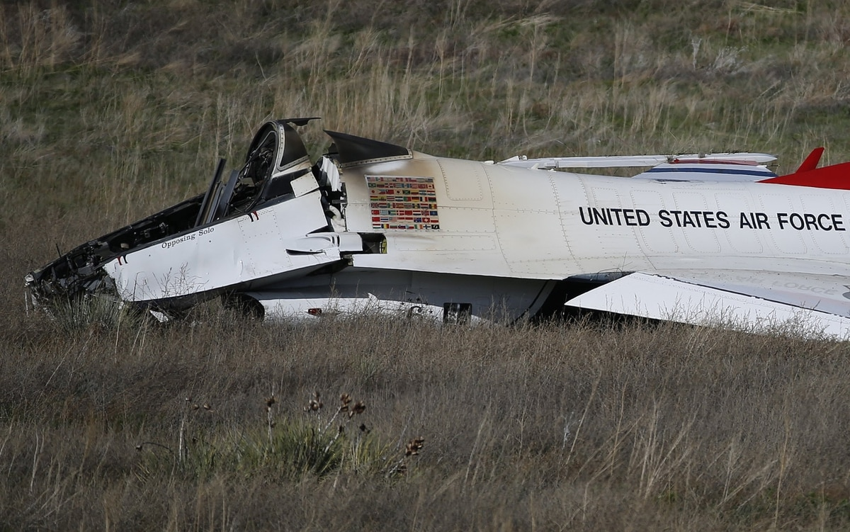 Report: Malfunction caused Thunderbird crash after academy