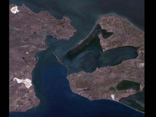 Kerch Strait, Ukraine, Russia, near natural colors satellite image, LandSat-5 (U.S. Geological Survey)