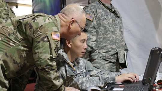 Huddling around a computer won't stop a cyberattack if there is no plan, according to a new report. (Kristen Kushiyama/Army)