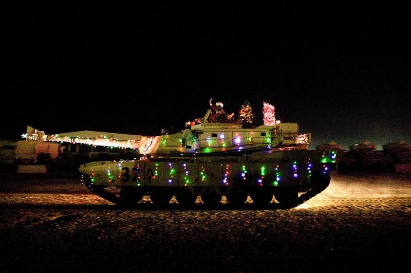 مسيرة فريق اللواء القتالي 30 المدرع يوم 24 ديسمبر 2019 في الكويت.  (الرقيب ديفين لويس / الجيش)