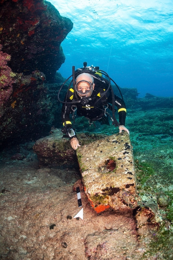 An archeologist takes part in an underwater excavation at the small Aegean island of Kasos. (Frode Kvalo/Greek Culture Ministry via AP)