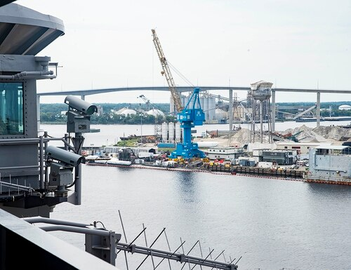 The aircraft carrier Dwight D. Eisenhower pulls into Norfolk Naval Shipyard, Virginia, in October 2017. (MC3 Dartez Williams/Navy)