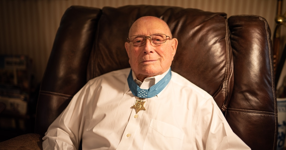 'If fear takes over, you become useless' — Medal of Honor recipient recounts the Battle of Iwo Jima