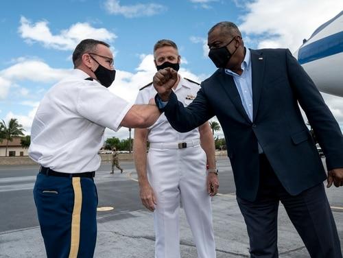 Secretary of Defense Lloyd Austin greets Army Command Sgt. Maj. Shane W. Shorter, the senior enlisted leader of U.S. Indo-Pacific Command, as Navy Adm. Philip S. Davidson, the commander of U.S. Indo-Pacific Command, looks on, Hickam Air Force Base, Hawaii, March 13, 2021. (Lisa Ferdinando/DoD)