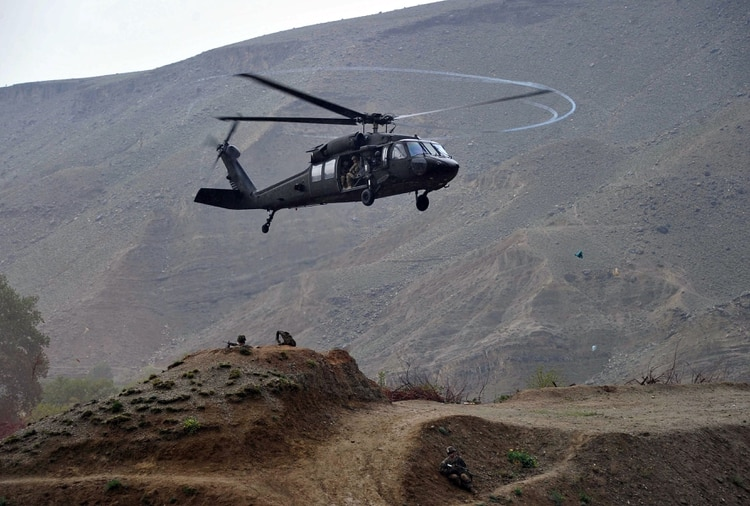 black hawk down helicopter scene with 21833835 on 16329 Helicopter War Art Graphics Soldier Street also BLACK HAWK DOWN drama history war action black hawk down military soldier battle g besides Army Helicopter Crash Fort Belvoir 2017 4 in addition 6895365k5c5187f5 in addition Army Black Hawk Helicopter Has Hard Landing In Elbert County Fort Carson Says.