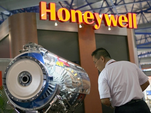 A visitor takes a close look at a Honeywell aircraft engine model displayed at the Asian Aerospace 2006 show in Singapore. (Roslan Rahman/AFP via Getty Images)